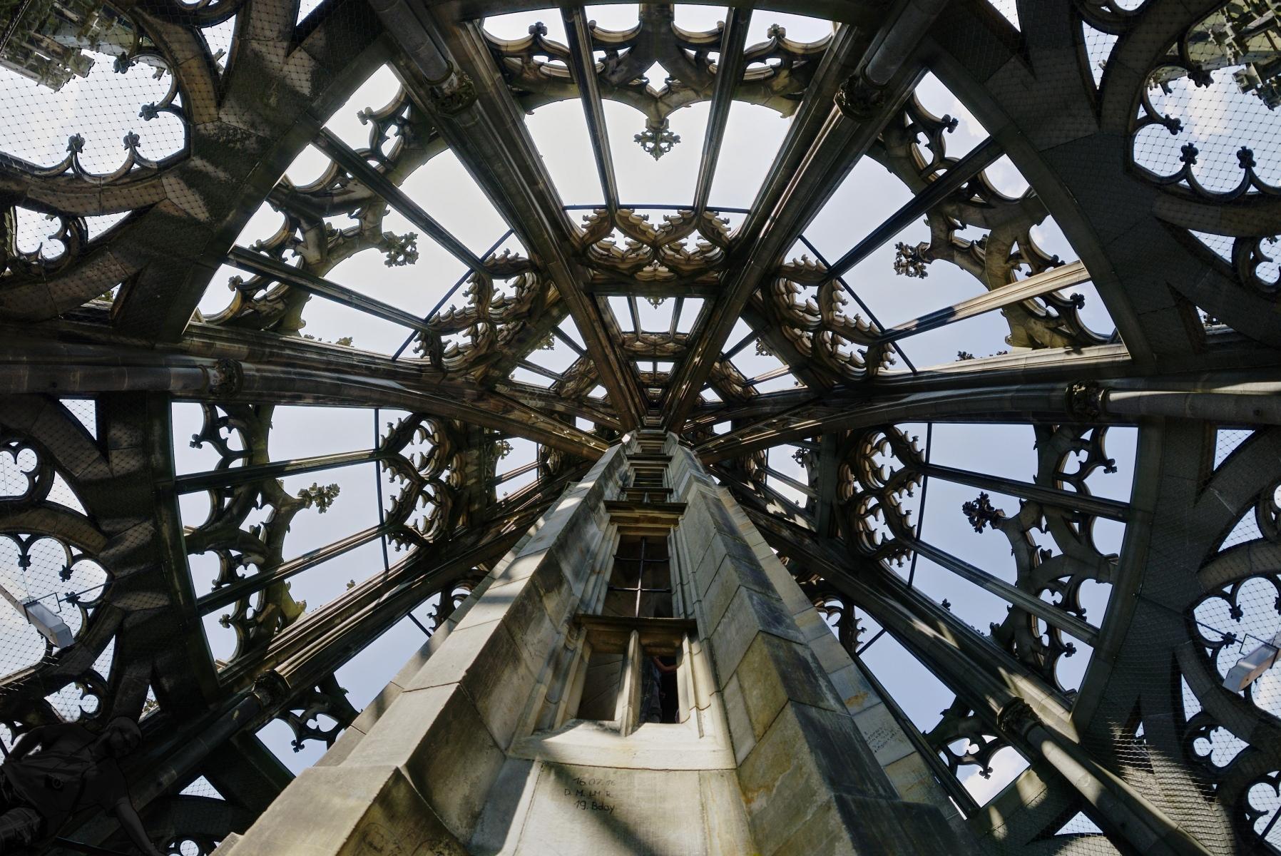 DSC03442-Münsterturm-Blick-nach-oben-Samyang-12mm-Fisheye-HDR-50p